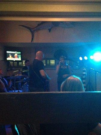 Lock 'n Key Pub Restaurant: Moon Child great band tonight!