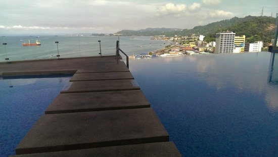 Four Points by Sheraton Sandakan : View from the swimming pool ... breathtaking