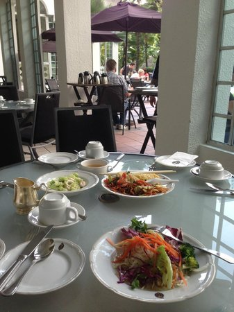 Hotel Istana: Breakfast