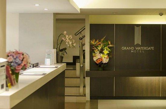 Grand Watergate Hotel : Front Desk