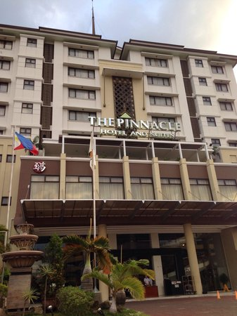 The Pinnacle Hotel and Suites: Front view