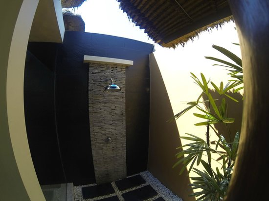 Bhavana Private Villas: Outdoor Shower