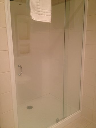 Admiral's View Lodge & Motel : Nice shower