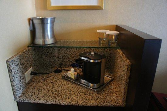 Hilton Americas - Houston: Coffee in room