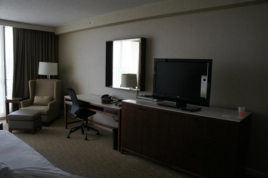 Westin Oaks Houston at the Galleria: Bedroom with flat screen tv