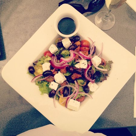 Alfresco's Restaurant and Bar : Yummy Greek salad w/ pumpkin