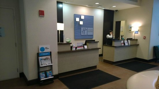 Holiday Inn Express New York City Times Square : Front Desk is NICE