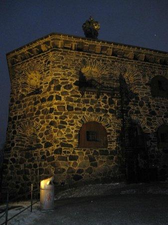 Skansen Kronan: Вид на бастион ночью
