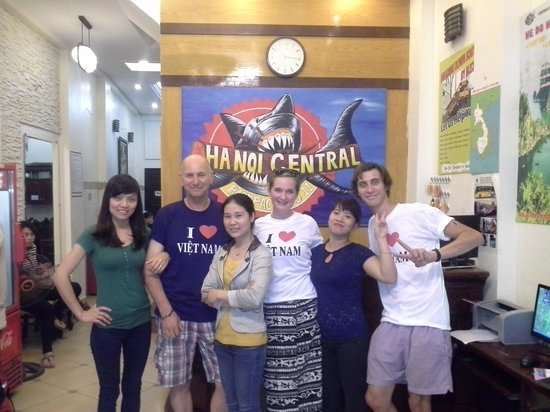 Central Backpackers Hostel : Us with the staff before we left