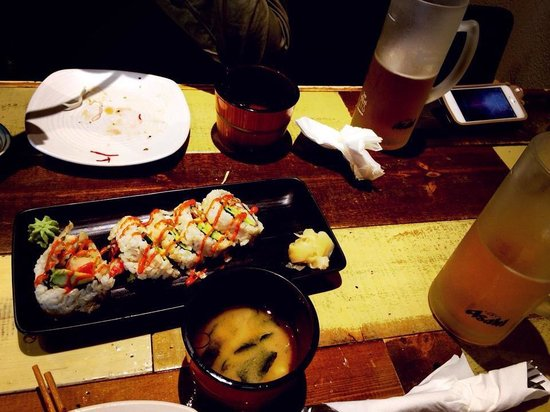 Yume Sushi 3: Sushi rolls with miso soup