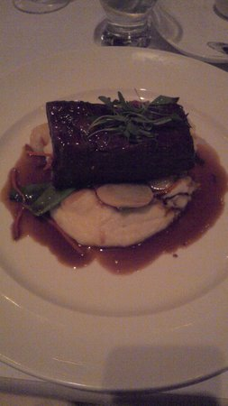 Village California Bistro and Wine Bar: Magnificant Beer braised short rib for me