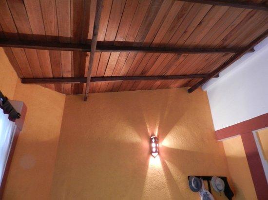The Change: потолок в номере