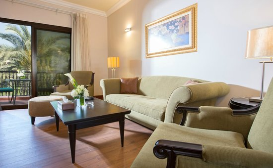 Danat Al Ain Resort: Executive Villa Living room