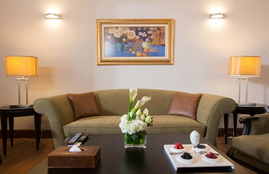 Danat Al Ain Resort: Villa living room