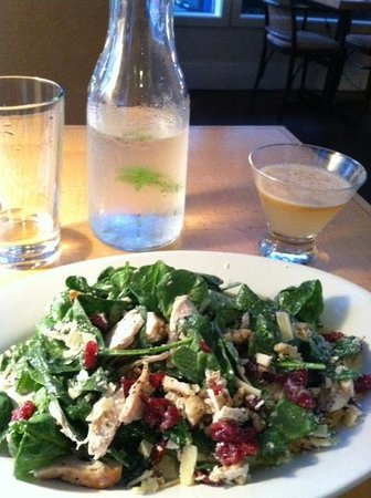 Acqua Via : Roasted chicken, spinach salad with cranberries and walnuts