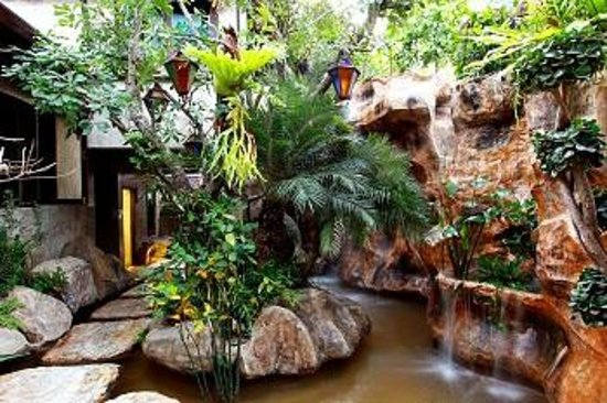 Thannatee Boutique hotel: waterfall