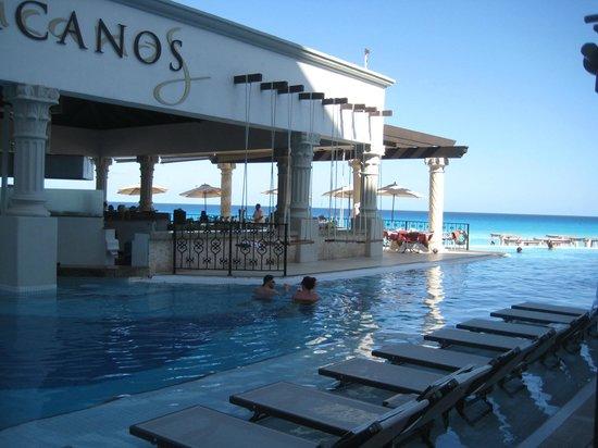 Hyatt Zilara Cancun: One of the Pool Restaurants with swim up bar