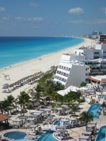Hyatt Zilara Cancun: Gorgeous Coastline view from our Balcony
