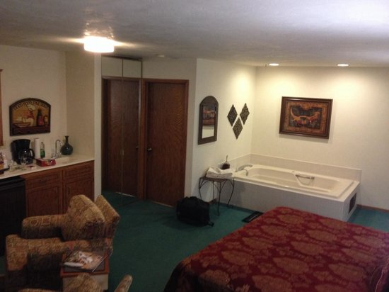 Somerset Inn & Suites: Suite 210