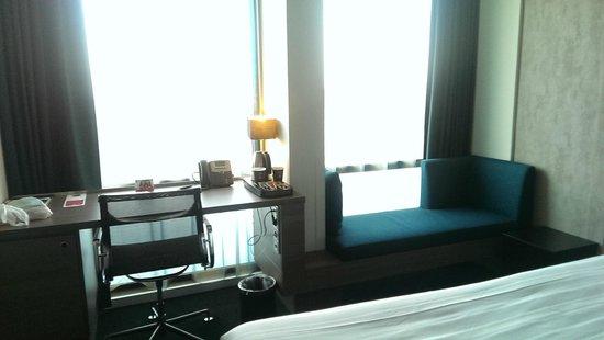 Ramada Apollo Amsterdam Centre: Window seat