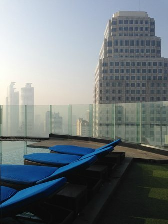 The Continent Hotel Bangkok by Compass Hospitality: Swimming pool