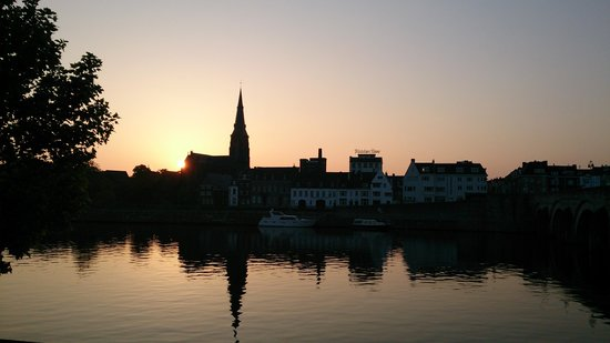 Saint Servaasbridge: best shot of old bridge in dawn