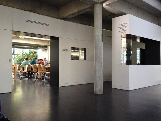 Geneva Hostel: Uscita sala colazione