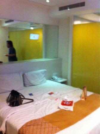 Pyrenees Jogja Hotel : comfortable room