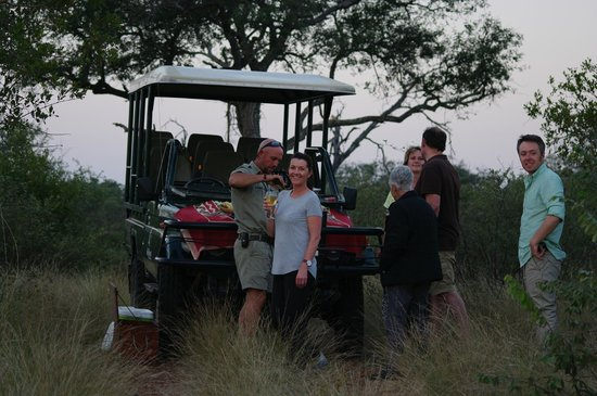 Greenfire Game Lodge: A wine at sunset on safari