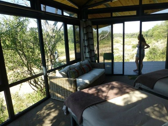 Greenfire Game Lodge : Typical room & view