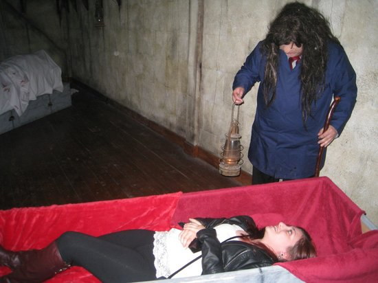 Bram Stoker's CASTLE DRACULA: Coffin trial, anyone...?