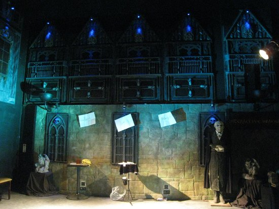Bram Stoker's CASTLE DRACULA: Between the acts...