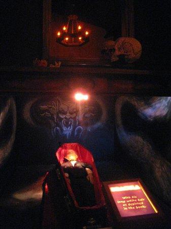 Bram Stoker's CASTLE DRACULA: Dracula at rest...