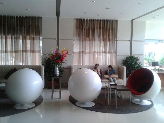 The Pride Hotel: Lobby