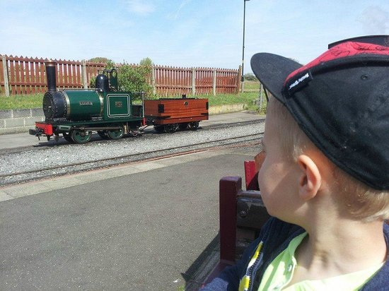 Cleethorpes Coast Light Railway: A little engine at the mid-line station.