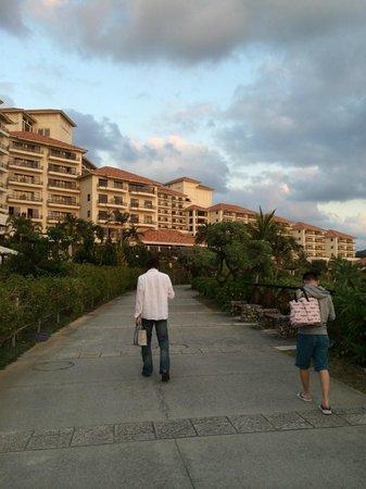 The Busena Terrace: 夕日に照らされて