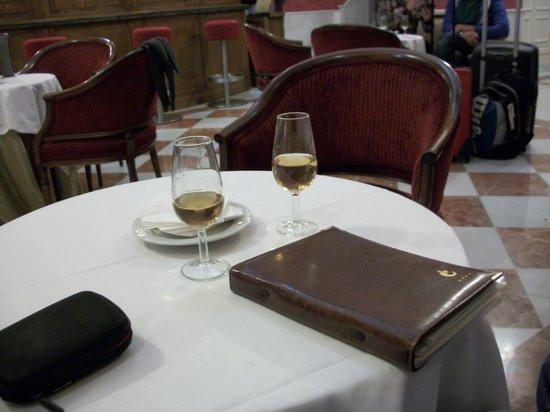 Hotel Cervantes : Hotel Bar.