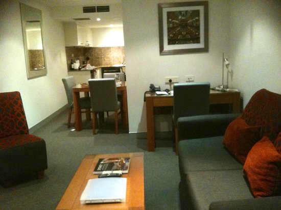 Wyndham Sydney Suites : living area looking towards dining & kitchen