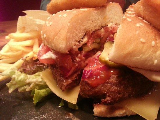 Mercure Warszawa Grand : Burger at Winestone