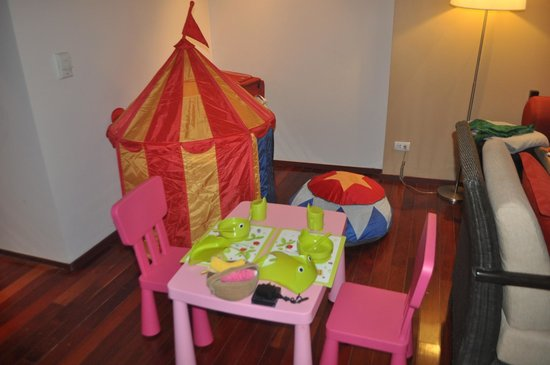 Swissotel Resort Phuket Kamala Beach: Kids setup in drawing room