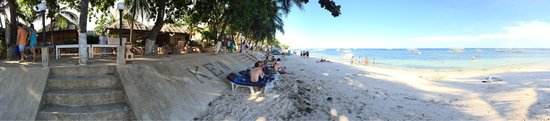Alona Kew White Beach Resort: If u book a beach front cottage you get beach front.