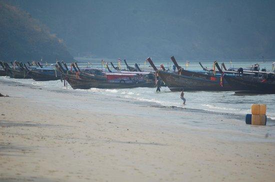 """PhraNang Cave Beach : Botes """"Long tail"""""""