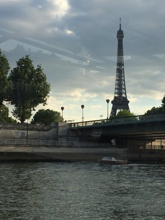 PARISCityVISION : Eiffel Tower from the cruise