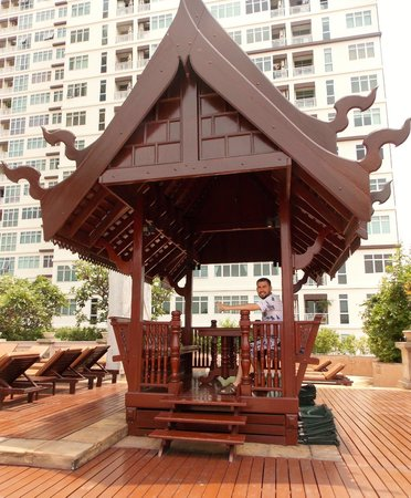 Century Park Hotel: POOL