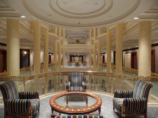 The Ritz-Carlton, Riyadh : Floor lounges at the entry of each wing