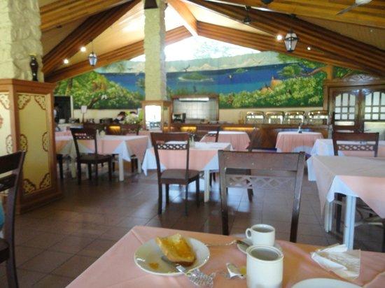 Berjaya Praslin Resort - Seychelles: restaurant pour le petit déjeuner