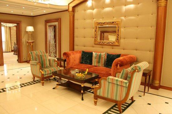 The Ritz-Carlton, Riyadh : Foyer area of Royal Suite