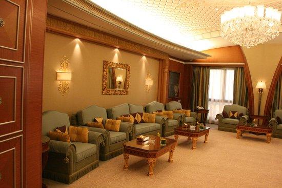 The Ritz-Carlton, Riyadh : Living room within Royal Suite