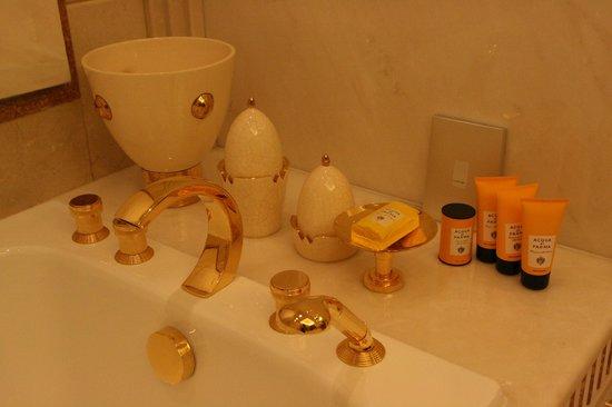 The Ritz-Carlton, Riyadh: Aqua Di Parma amenities in the bathroom of Royal Suite
