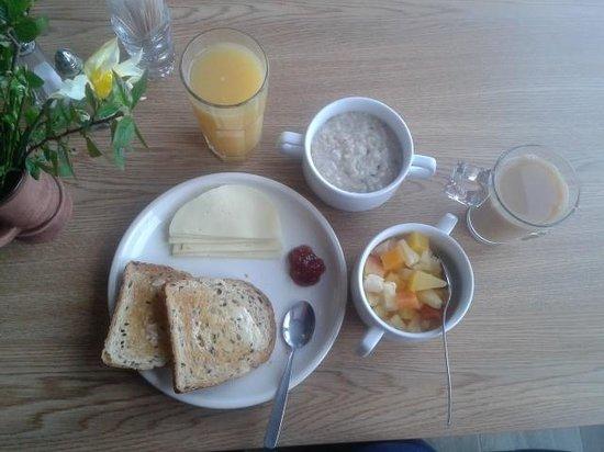 Go Hotel Shnelli: breakfast